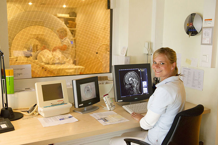 kernspintomographie radiologie oldenburg. Black Bedroom Furniture Sets. Home Design Ideas